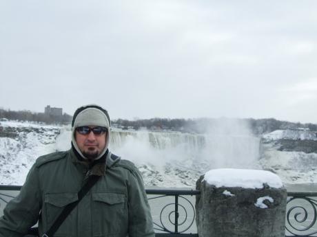 In drum spre hotel o poza in fata cascadei americane