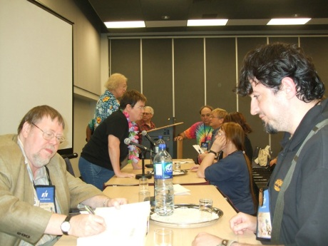 "La acelasi panel la care l-am induplecat pe Silverberg, reusesc sa-l conving si pe faimosul fost editor al revistei Asimov's sa-mi semneze ultimul sau roman scris in colaborare cu George R. R. Martin si Daniel Abraham, ""Hunter's Run"""