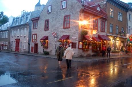 Pe seara, da, stiu, iar ploua, Costi si Le Tic cautind cel mai vechi restaurant din Quebec, Aux Ancient Canadiens