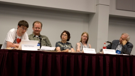 De la stinga la dreapta: Niall Harrison, Jonathan Strahan, Ann VanderMeer, Karen Burnham si Bill Fawcett